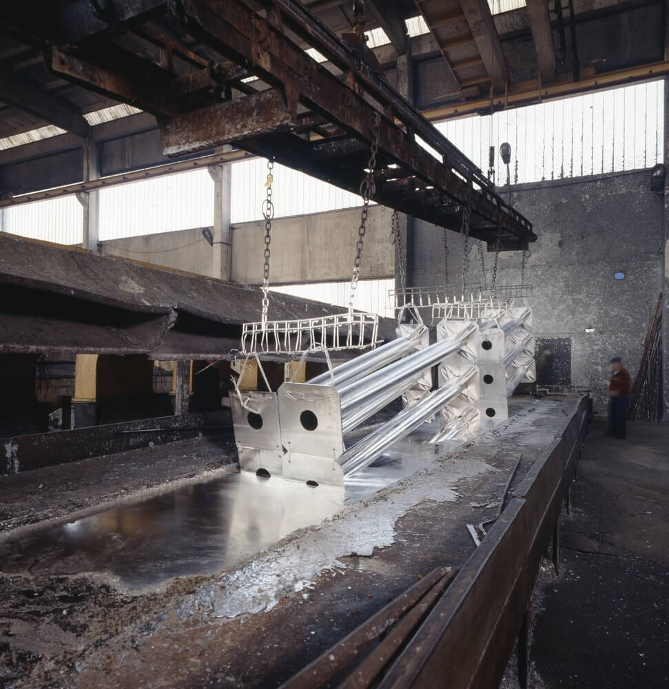 Горячее цинкование металлопроката, металлоконструкций и метизов в «Арес Сталь»